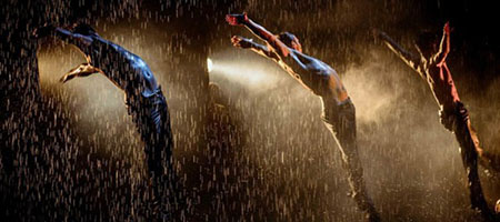 Шоу под дождем III